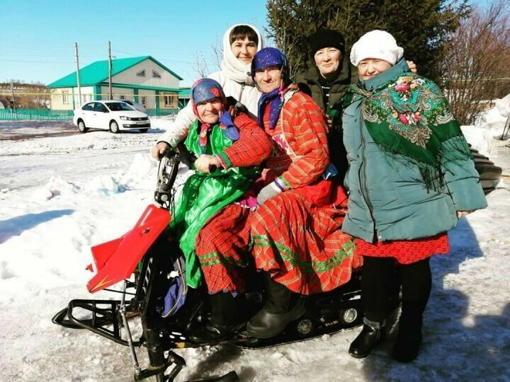 Жители мамадышской Комаровки отправили зиму на «заслуженный отдых»