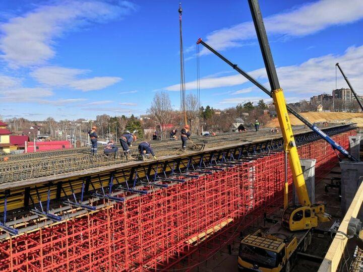 Завершен монтаж элементов пролетного строения путепровода Большого Казанского кольца
