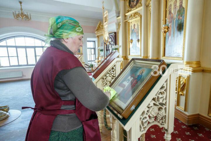 Храмы Казани ежедневно дезинфицируют для профилактики коронавируса