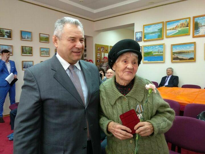 Юбилейные медали в честь 75-летия Победы получили восемь высокогорских жителей