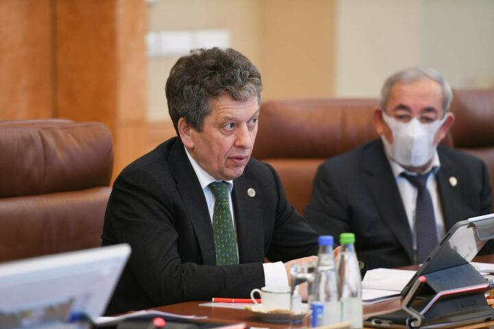Маганов заявил о нецелесообразности увеличивать добычу нефти из-за коронавируса