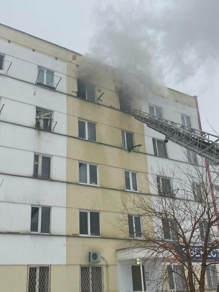 Непотушенный окурок стал причиной пожара в Елабуге, в котором пострадали три человека