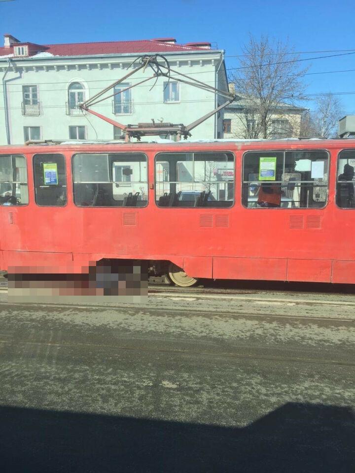 Трамвай сбил женщину в Казани, пострадавшая скончалась в больнице