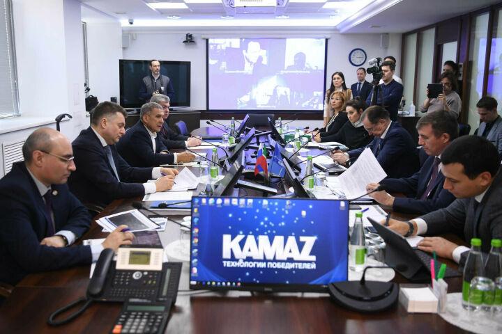 Минниханов прибыл на завод КАМАЗ, где состоится заседание оперштаба