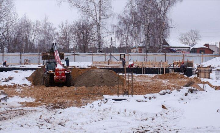 В поселке Васильево строительство универсального спортзала ведется по графику