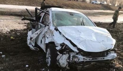 Один человек погиб и двое пострадали в вылетевшей с дороги иномарке в Татарстане