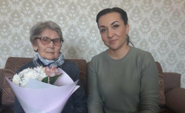 Труженице тыла из Нурлата к 90-летнему юбилею вручили медаль «75 лет Победы»