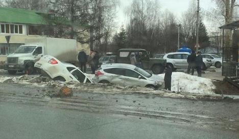 Две легковушки столкнулись и вылетели в кювет под Казанью