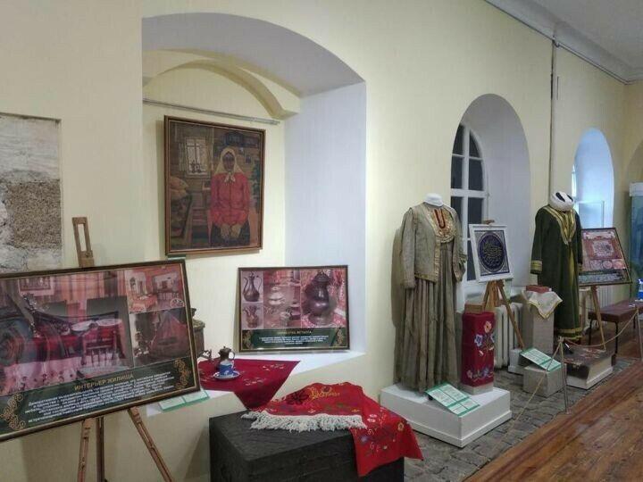 Елабужский музей-заповедник представил в Симферополе почти 200 экспонатов