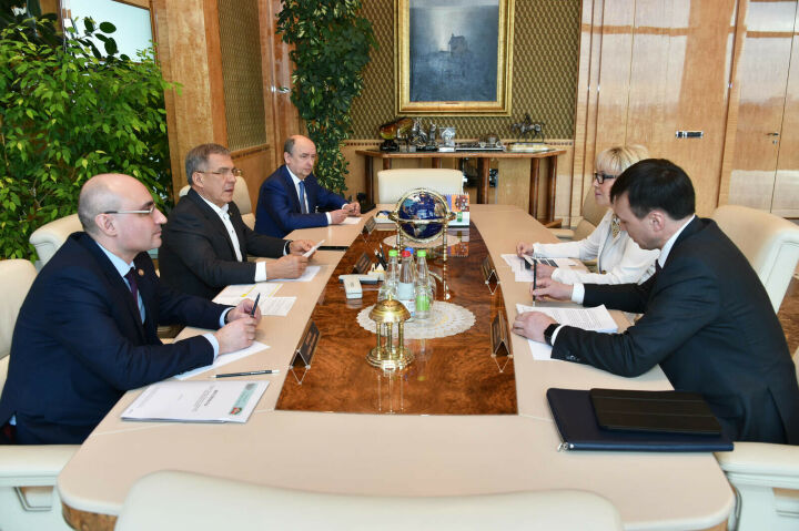 Президент РТ и глава Haier в РФ обсудили развитие производства компании в Челнах