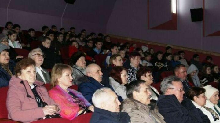 Фильм о военном летчике бесплатно показали в кинотеатре Менделеевска