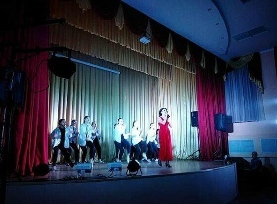 Высокогорская певица провела концерт в пользу односельчанки с инвалидностью
