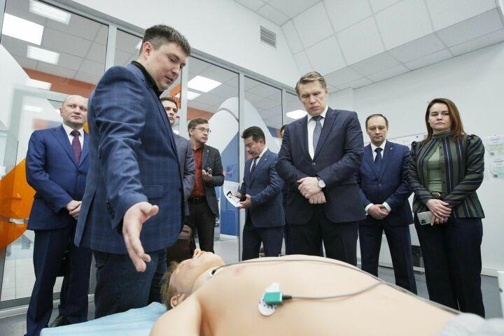 В Казани министр здравоохранения РФ посетил компанию по производству медсимуляторов