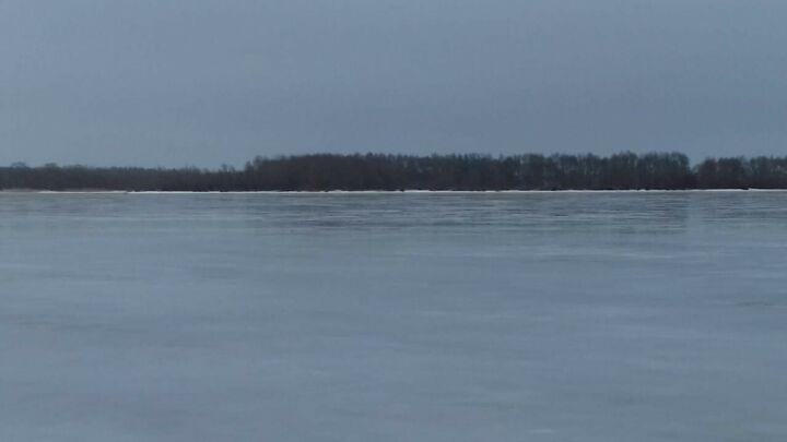 Троих рыбаков, провалившихся на снегоходе под лед Камы, спасли в Татарстане