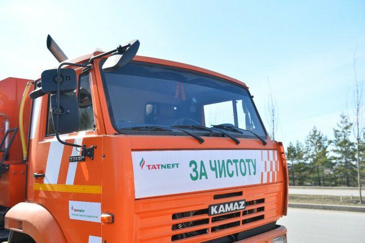 «Татнефть» вывела коммунальную технику для поддержания чистоты на улицах Альметьевска