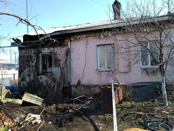 В Альметьевске пожарные смогли отстоять от огня дом на две семьи