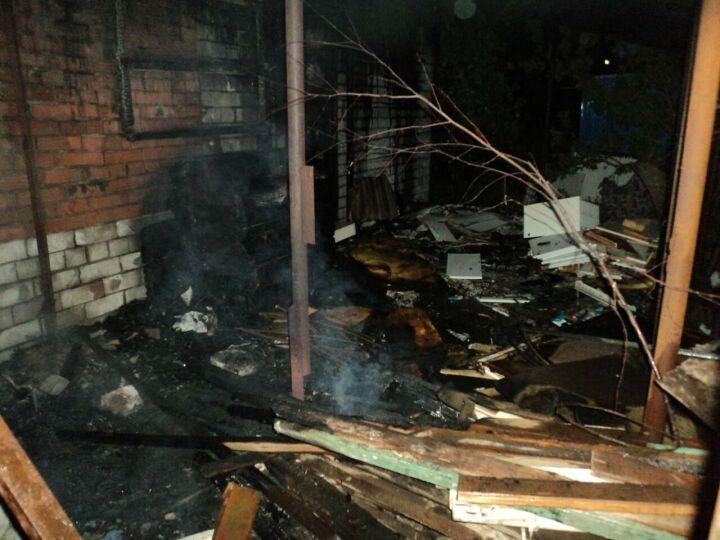Ожоги всего тела получил мужчина на пожаре в заброшенном здании в Казани