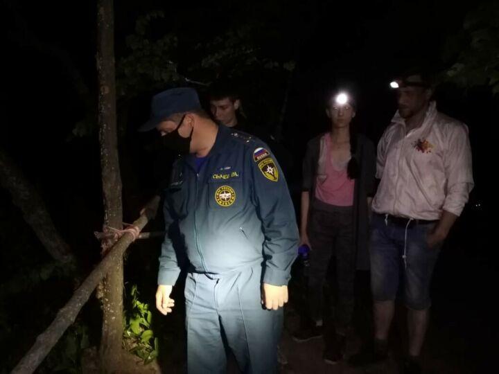 В Татарстане ищут мужчину, который пьяным упал с обрыва