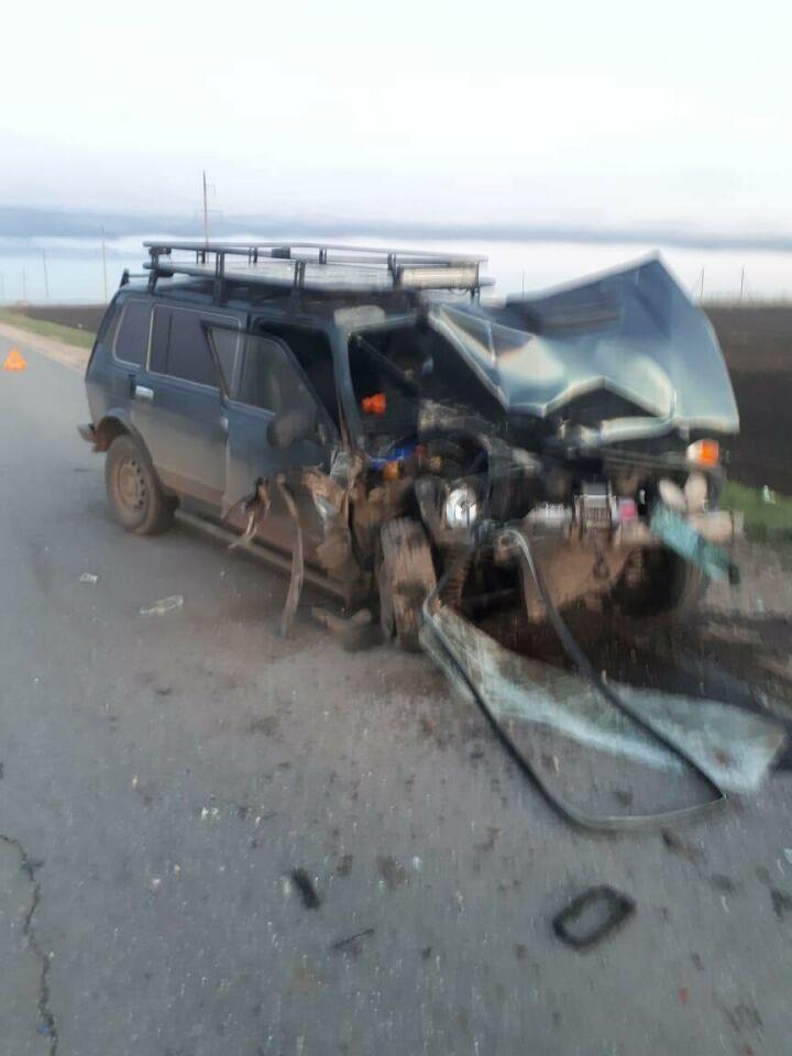 После аварии легковушек под Челнами водителей авто и пассажирку госпитализировали
