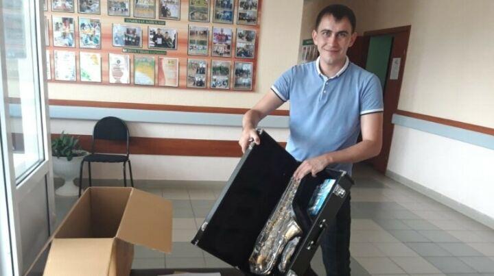 Юные музыканты Сабинского района получили саксофоны и валторны