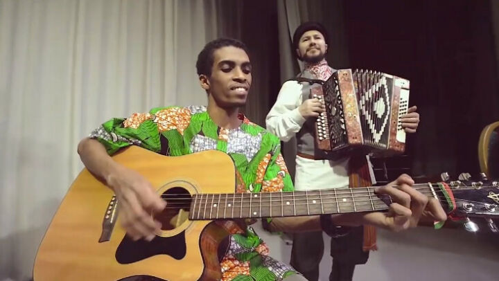 Гимн России в Татарстане исполнили на национальных инструментах