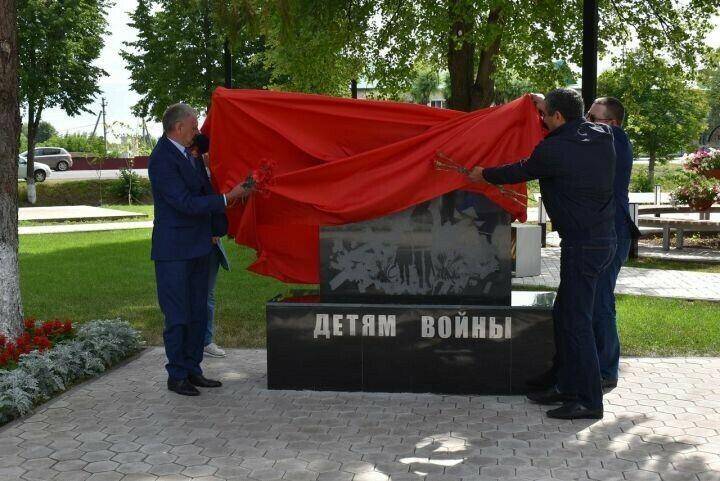 В парке Победы поселка Алексеевское открыли памятник детям войны