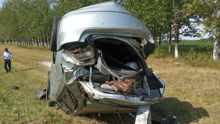 Иномарка вылетела в кювет на трассе в РТ, трое взрослых и ребенок в больнице