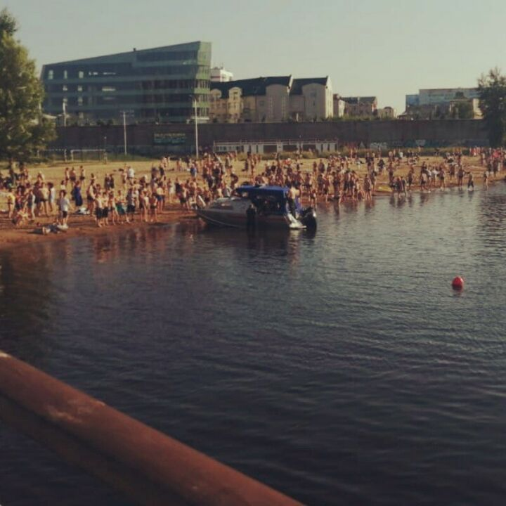 Роспотребнадзор Челнов напомнил отдыхающим на пляжах о социальной дистанции