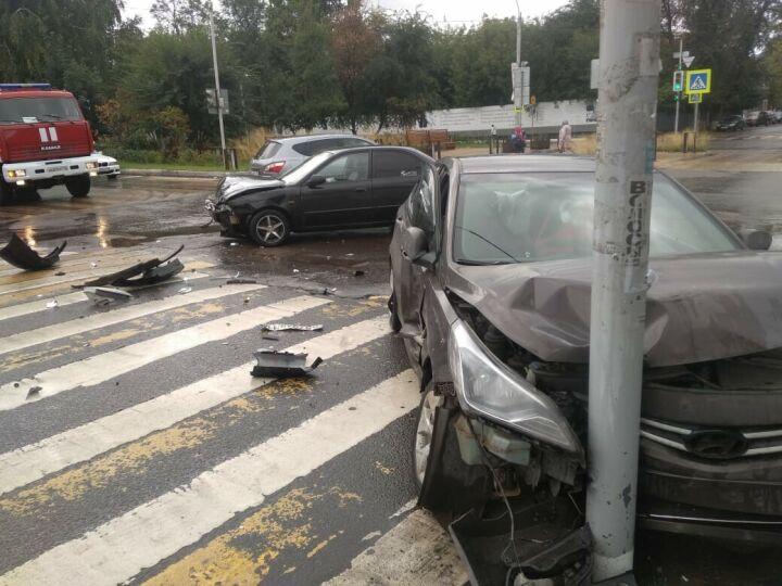 Мама с младенцем пострадали в аварии с двумя иномарками в Чистополе