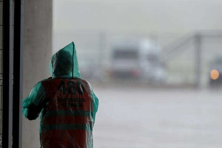 Татарстанцев предупредили о граде и сильном ветре