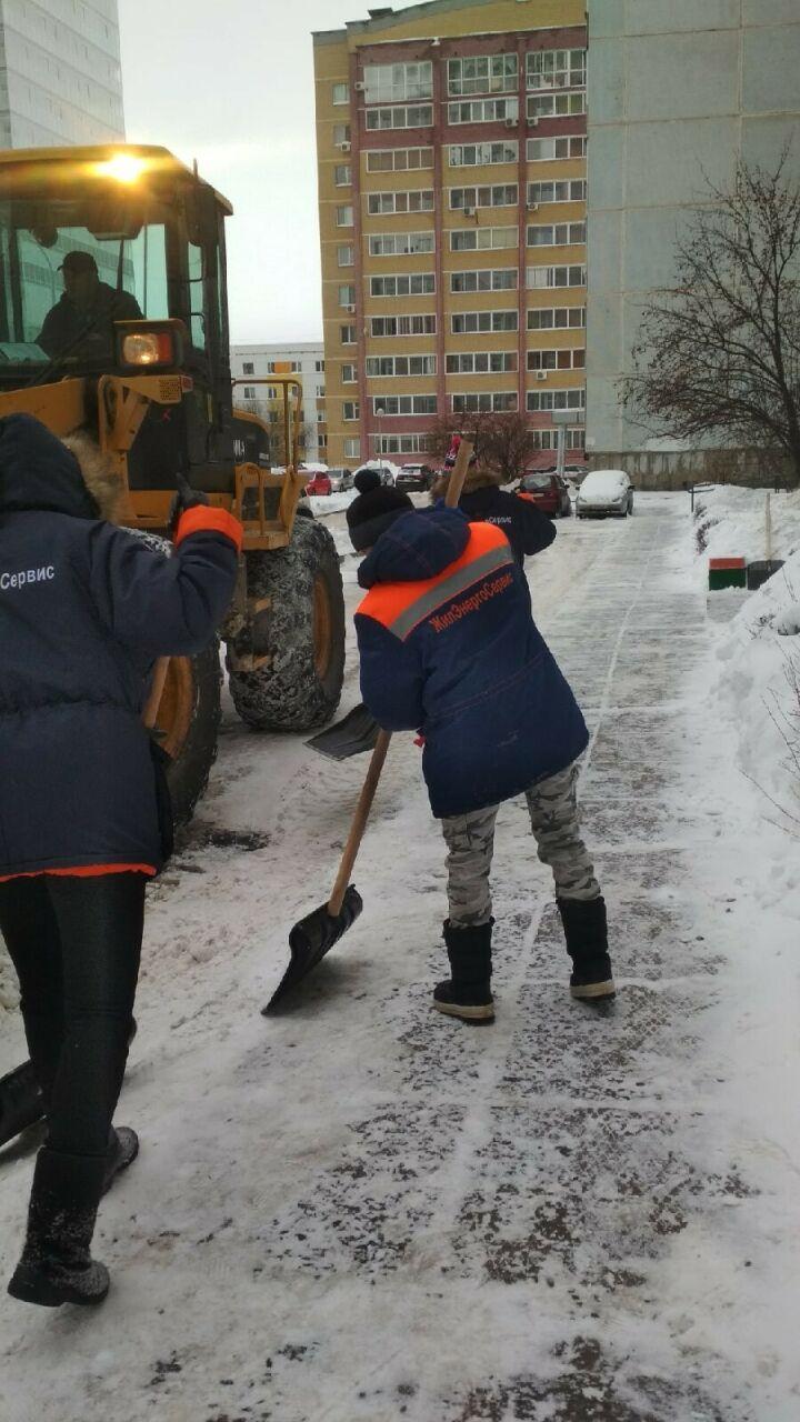 Исполком Челнов пригрозил санкциями руководителям УК за снежные завалы во дворах
