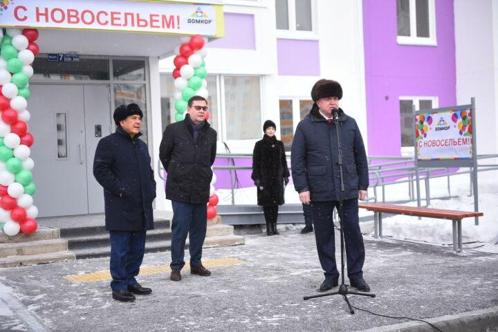 Рустам Минниханов поздравил челнинцев, получивших квартиры по соципотеке