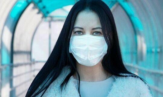 Инфекционист объяснила, к чему может привести ношение сразу двух масок