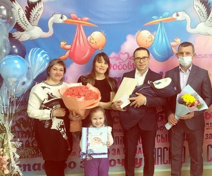 В Кукморе выписали первого ребенка 2021 года