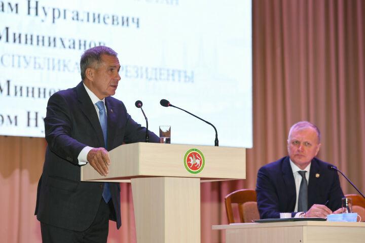 Минниханов поручил разобраться с проблемой низких зарплат в Бавлинском районе