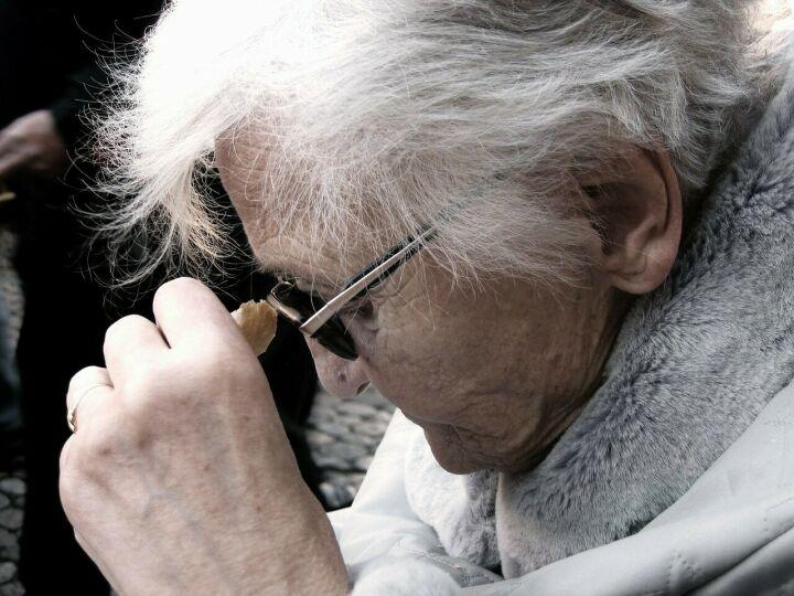 Врач-невролог перечислил первые признаки деменции