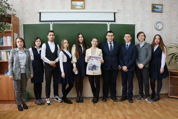 На парламентском уроке менделеевцы поделились планами стать учителями и юристами