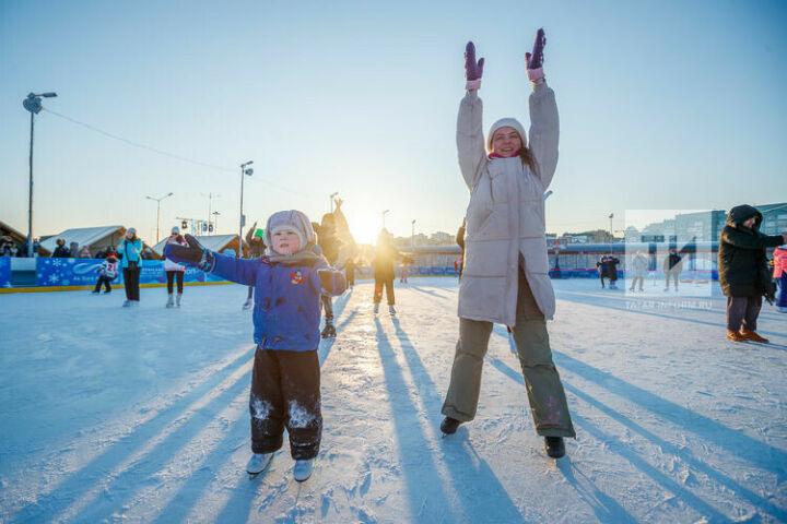 Угощения и регби на льду: в Казани прошел фестиваль ArenaLand Zima