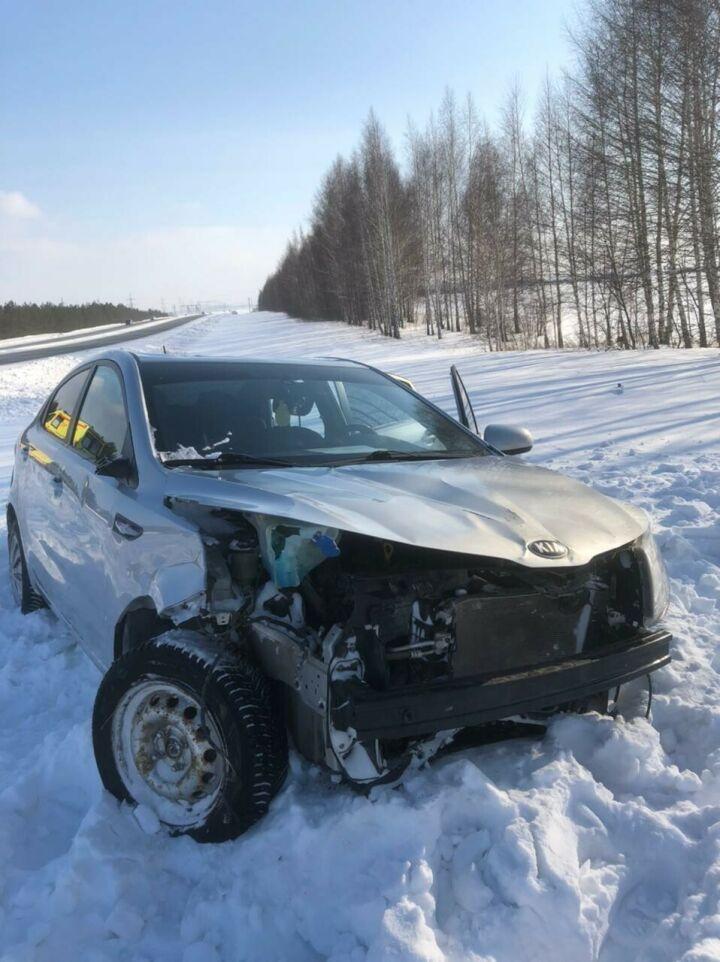 Легковушка вылетела с трассы в кювет в Татарстане, пострадал пассажир
