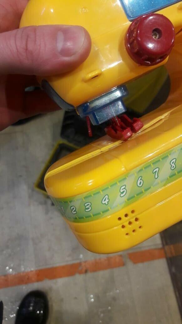 В Альметьевске спасатели помогли освободить застрявший в игрушке палец ребенка