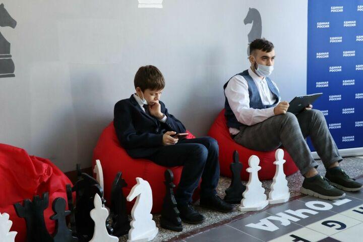 В Менделеевске по нацпроекту «Образование» открылся шахматный клуб «Гамбит»