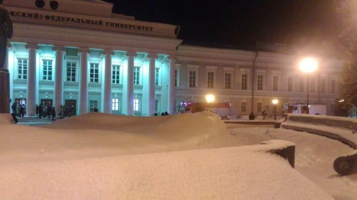 Студентов казанского университета эвакуировали на улицу из-за сообщения о пожаре