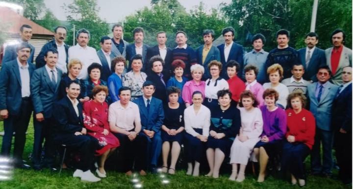Выпускники известной школы Заинского района занялись ее восстановлением
