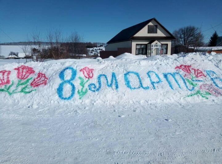 В зеленодольском селе создали рисунки на снегу в честь 8 Марта