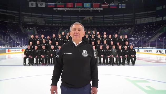 Рустам Минниханов вместе с хоккеистами «Ак Барса» поздравил женщин с 8 Марта