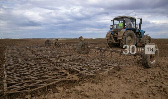 Зяббаров: Районам нужно исправить ситуацию с техникой и подготовкой удобрений