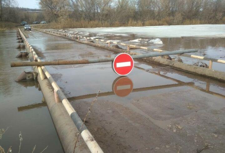 В Татарстане из-за таяния снега и дождей затопило низководный мост