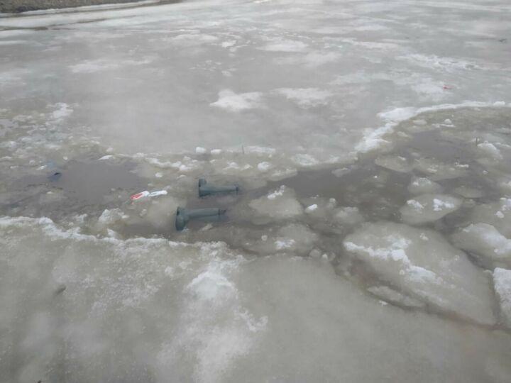 Спасатели ищут рыбака, провалившегося под лед на Казанке