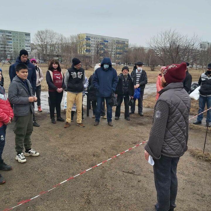 Бездомные Набережных Челнов провели субботник возле Органного зала