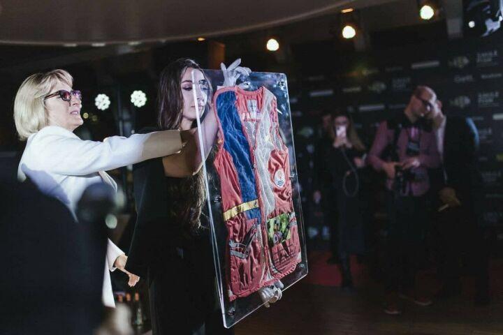 Стрелковый жилет Светланы Деминой продан на аукционе за 250 тыс. рублей